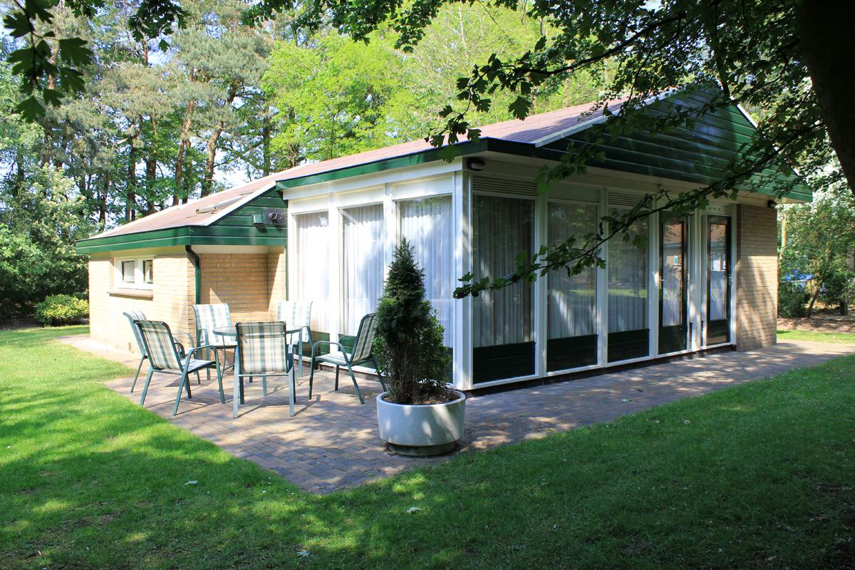 fgb-bungalow-groen-omgeven-terras-denekamp